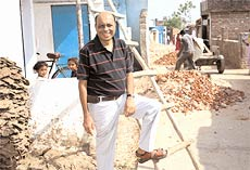 1990s: Rajendra Joshi during slum upgradation process in Ahmedabad