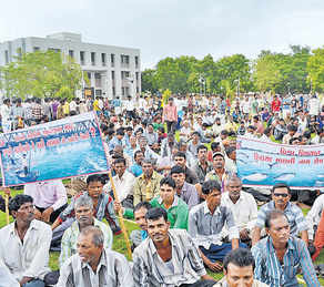 Fishermen's rally against Bhadbhut barrage in Bharuch on June 14