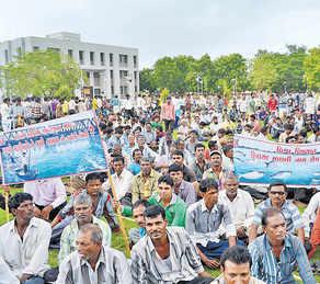 Fishermen's rally against Bhadbhut barrage in Bharuch on June 14