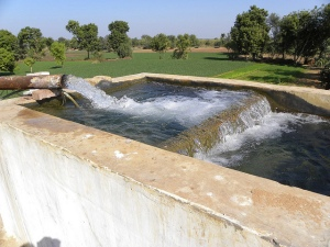 Use of groundwater for irrigation: Common in North Gujarat