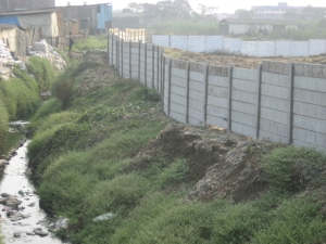Wall constructed to stop outflow of effluents is weak