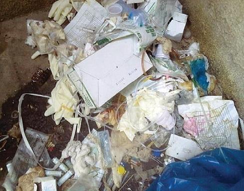Mixing of biomedical waste with municipal solid waste at Sir Sayajirao Gaikwad Hospital, Vadodara