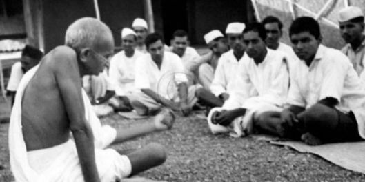 https://counterview1.files.wordpress.com/2014/08/gandhi_harijans.jpg?w=529