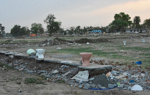 Broken toilets on Ujjain-Badnagar agricultural land
