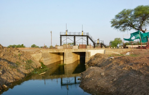 The check dam made near Runa Mukteshawar temple to stop the waste water from entering Kshipra, but the gates of the dam were open