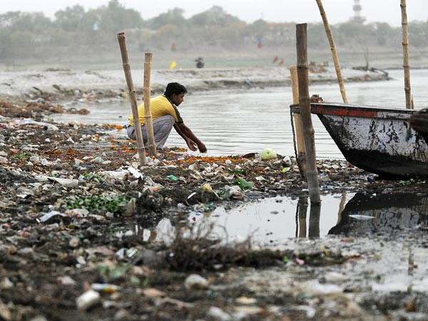 ganges-river-pollution-allahabad_44179_600x450