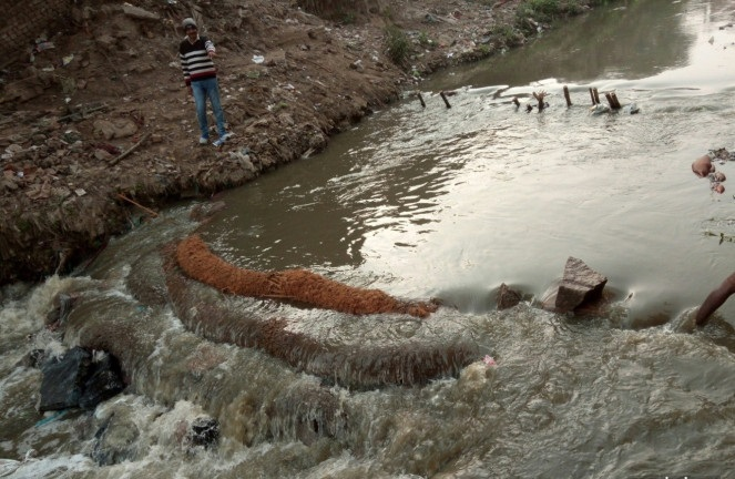 15-coir-logs-and-soil-bag-weir